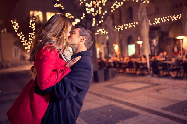 Έρωτας στο φουλ το 2017: Τι να κάνεις για να κρατήσεις τη φλόγα στη σχέση!