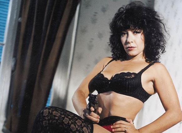 Βίνα Ασίκη: Έδιναν 1 εκατομμύριο δραχμές στη σεξοβόμβα των '80s για ερωτική ταινία