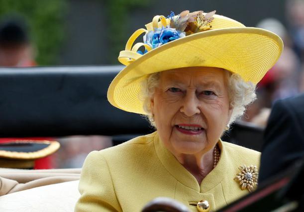 Σοκ στο Μπάκιγχαμ! Φρουρός παραλίγο να πυροβολήσει τη βασίλισσα Ελισάβετ
