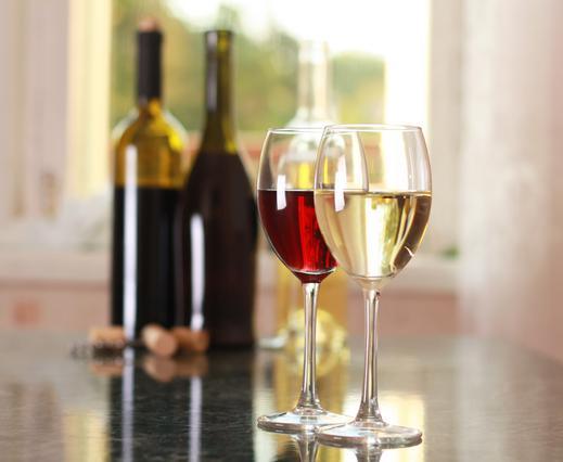 1 έξυπνο κόλπο για να βελτιώσεις τη γεύση του φτηνού κρασιού
