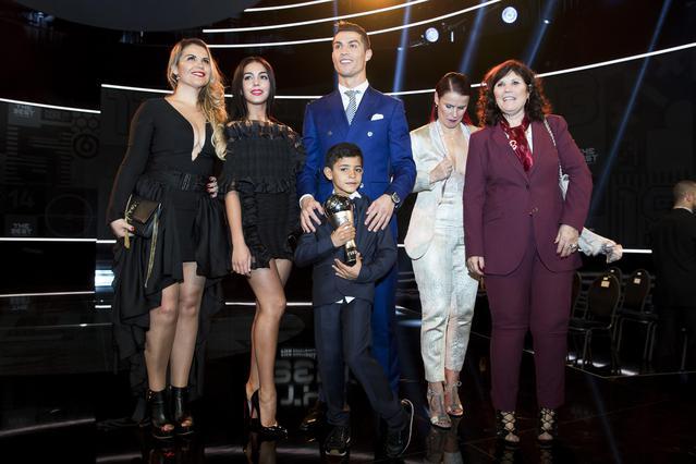 Ο Κριστιάνο Ρονάλντο μαζί με τις γυναίκες της ζωής του και τον γιο του [photos]