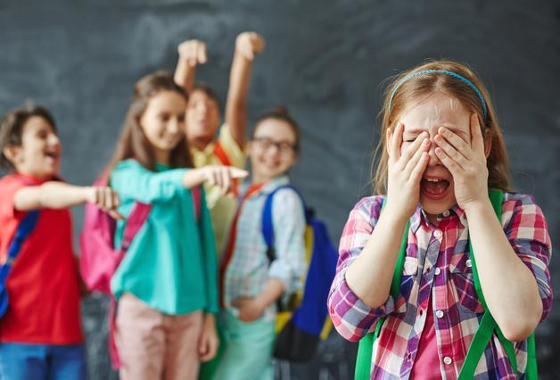 2 καλοί τρόποι για να εξηγήσεις στο παιδί τις επιπτώσεις του μπούλινγκ