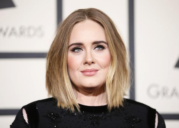 Η Adele έχασε 20 κιλά και είναι πραγματικά αγνώριστη! - Τι έβγαλε τελείως από τη διατροφή της; [Photos]