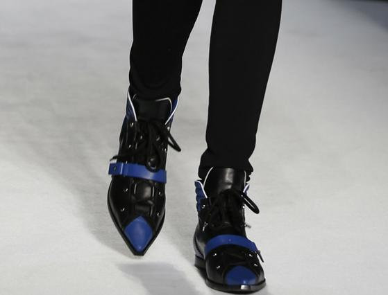 4+1 παπούτσια για να ψάξεις στις εκπτώσεις