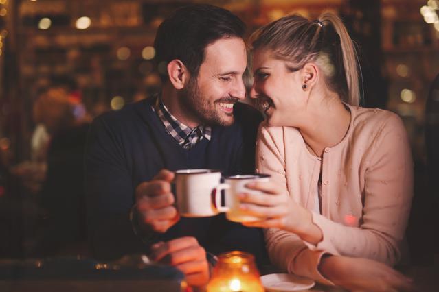 5 τρόποι για να σπάσεις τον πάγο στο πρώτο ραντεβού