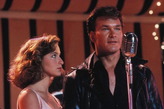 Τζένιφερ Γκρέι: Στα 56 της η  Μπέιμπι  του Dirty Dancing χοροπηδά μαζί με τη Μάιλι Σάιρους [photos & vds]