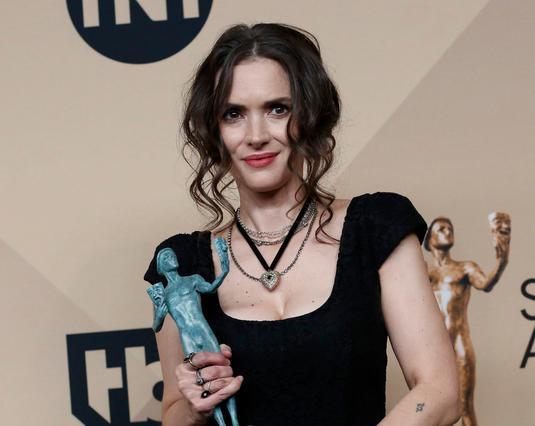 SAG Awards: Οι απίστευτες γκριμάτσες της Γουινόνα Ράιντερ [photos]