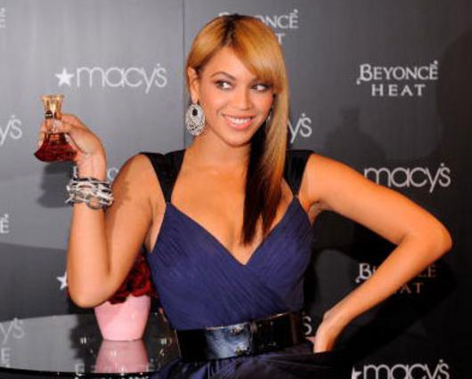 Η Μπιγιονσέ στο λανσάρισμα του αρώματος της στα Macy's, στις 3 Φεβρουαρίου.