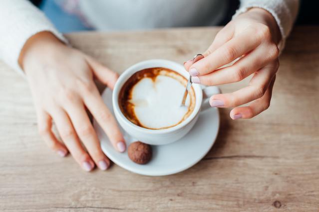 Άσχημα τα νέα αν βάζεις ζάχαρη & γάλα στον καφέ