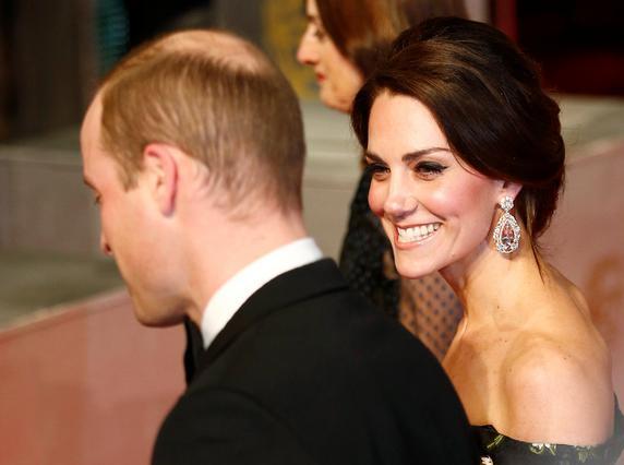 Έλαμψε η Κέιτ στο κόκκινο χαλί των BAFTAs 2017 [photos]