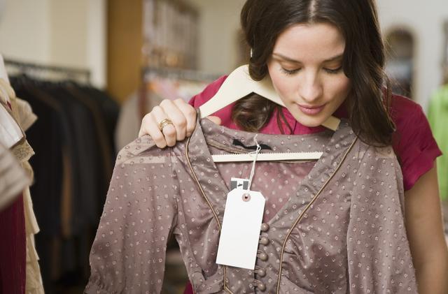 4 ρούχα που ταιριάζουν τέλεια σε όλες