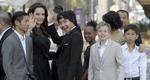 Η Αντζελίνα Τζολί με 6 παιδιά της στην Καμπότζη & η Σιλό με κοστούμι [photos]