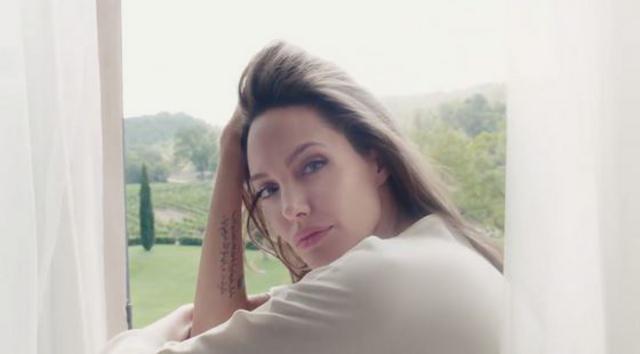 Αντζελίνα Τζολί: Το διαζύγιο της έκανε καλό, είναι πιο όμορφη και λαμπερή από ποτέ[photos & vds]