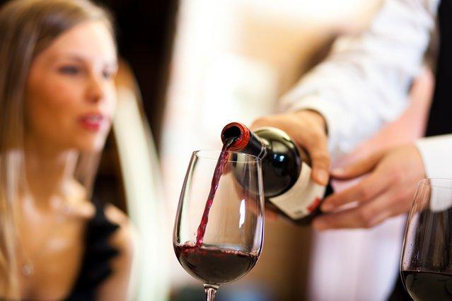 Σομελιέ αποκαλύπτει γιατί να διαλέγεις το πιο φτηνό κρασί!