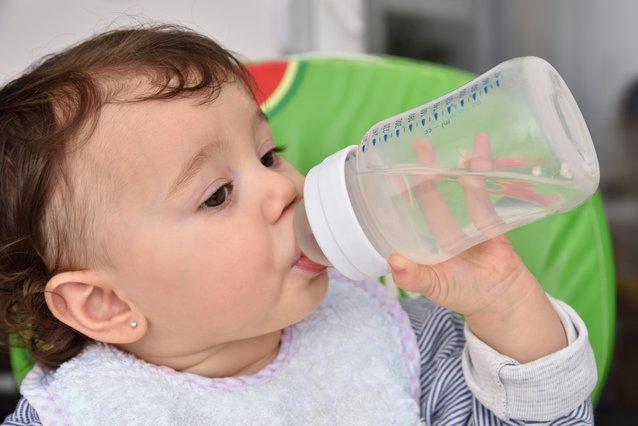 Μέχρι ποια ηλικία το παιδί δεν κάνει να πίνει νερό της βρύσης;