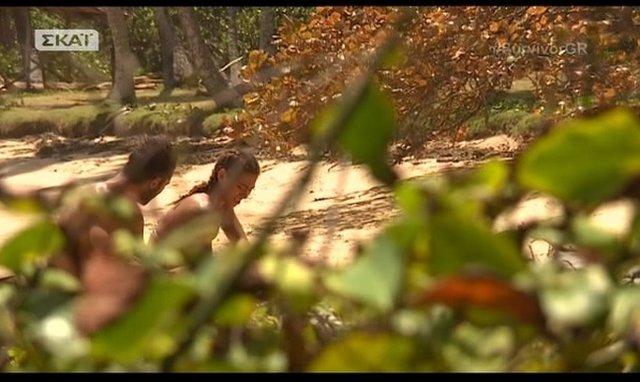 Ευρυδίκη & Ντάνος: Η παρεξήγηση που λύθηκε με μια αγκαλιά στην πλάτη της... Σόφης [vds]