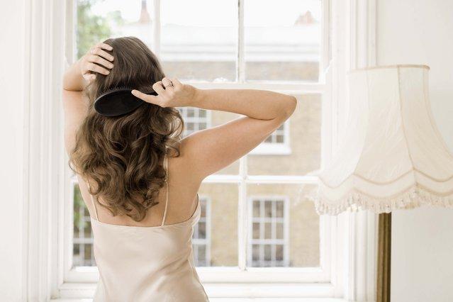 Tips για λαμπερά μαλλιά μετά το λούσιμο!