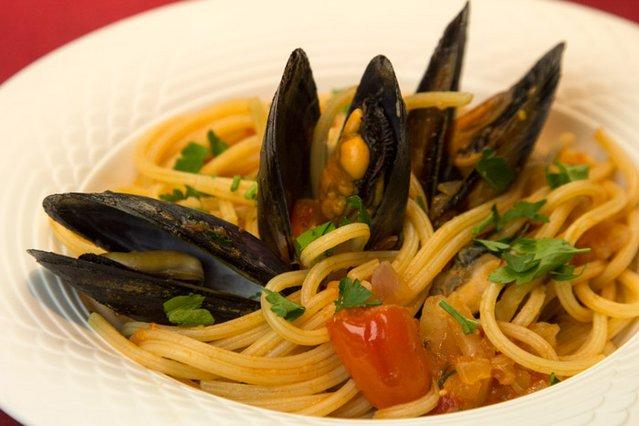 Σπαγγέτι ριγκάτι με μύδια, ούζο & θαλασσινή αύρα αλά Pandespani