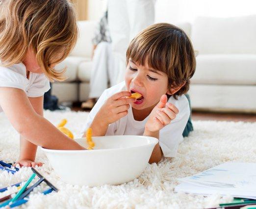 Γιατί να μην τρώει συχνά πατατάκια, γαριδάκια & αλμυρά