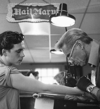 Στα χνάρια του πατέρα του ο Μπρούκλιν Μπέκαμ: Δες το τεράστιο τατουάζ που «χτύπησε» [photos]
