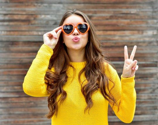 5 τιπ που εφαρμόζουν οι γυναίκες με πλούσια & λαμπερά μαλλιά