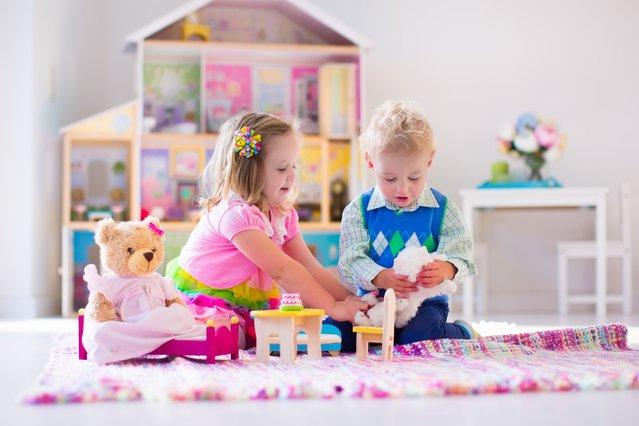 Ο γιος μου παίζει με κοριτσίστικα παιχνίδια: Πώς να το χειριστώ;