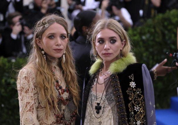 Σπάνια εμφάνιση για τις δίδυμες αδελφές Όλσεν -Τι φόρεσαν [photos]