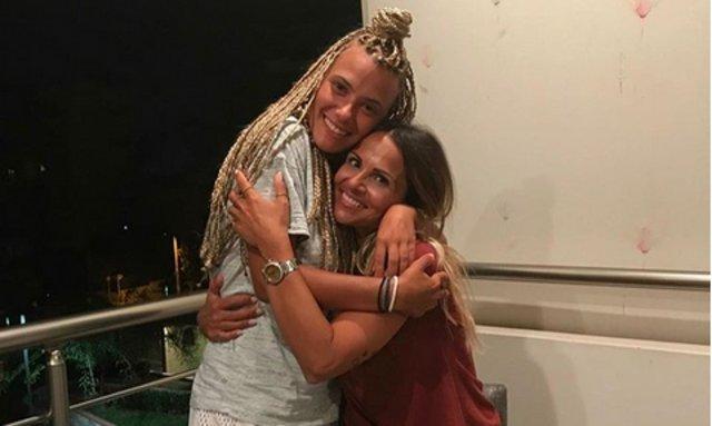 Σόφη Πασχάλη και Λάουρα Νάργες: Η πρώτη αγκαλιά εκτός Survivor [photo]