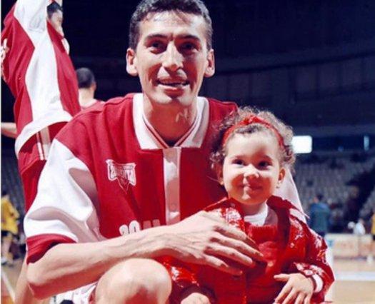 Η κόρη του Παναγιώτη Φασούλα είναι 19 ετών και παίζει στην Εθνική Ελλάδος -μπάσκετ φυσικά [photos]