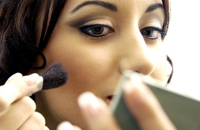 5 λάθη μακιγιάζ σε κάνουν να δείχνεις μεγαλύτερη