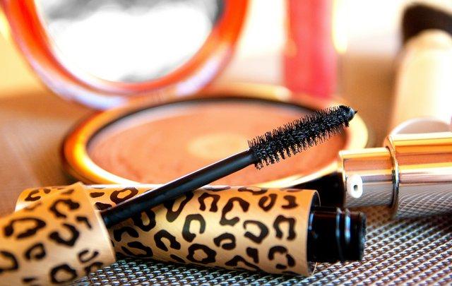 Σου τελείωσε η mascara; Το μυστικό για να τη χρησιμοποιήσεις τουλάχιστον 5 φορές ακόμα