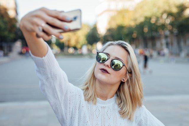 Γιατί φαινόμαστε διαφορετικές στις selfies απ'ότι στην πραγματικότητα;