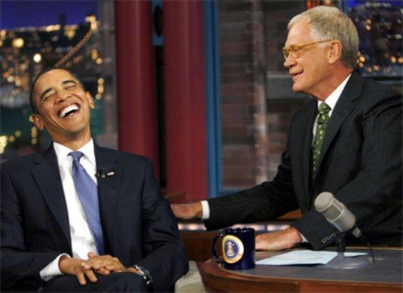 Ο Ομπάμα αστειεύτεται με τον Λέτερμαν στην χτεσινή του εμφάνιση στην εκοπμπή.