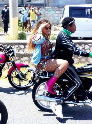 Γιατί όλο το Internet ασχολείται με αυτή την αρετουσάριστη φωτογραφία της Beyoncé;