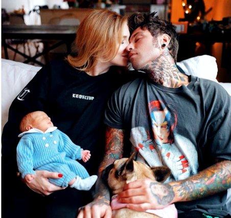 Chiara Ferragni: Θηλάζει το μωρό της στο Instagram και γίνεται (δικαίως) viral