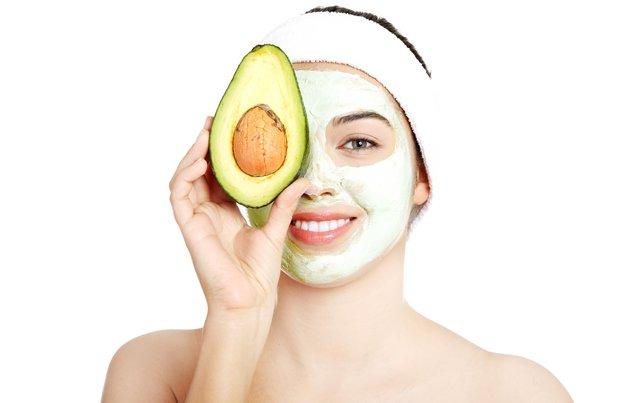 Έχεις ξηρό δέρμα; Η δροσιστική, αναζωογονητική μάσκα προσώπου με 3 + 1 υλικά που θα λατρέψεις