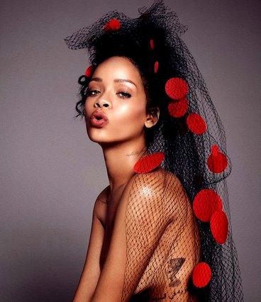 Mascara issues: H Rihanna έχει να σου προτείνει ένα πολύ ιδιαίτερο χρώμα για τις βλεφαρίδες σου
