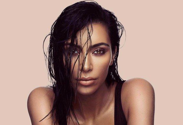 Kim Kardashian: Το μπουκάλι του νέου της αρώματος είναι πιο αισθησιακό από ό,τι τολμούσαμε να φανταστούμε