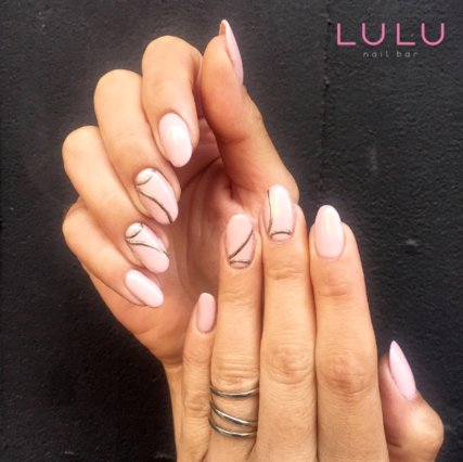 Manicure time: Tα καλύτερα χρώματα και σχέδια για τα νύχια της εβδομάδας