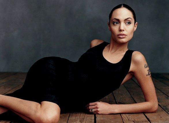 Μα πώς τα καταφέρνει; Τα 4 + 1 βήματα για το αψεγάδιαστο πρόσωπο της Angelina Jolie
