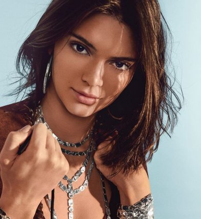 Kendall Jenner: Με τα εσώρουχα στο μπαλκόνι, χωρίς εσώρουχα στο κόκκινο χαλί [photos]