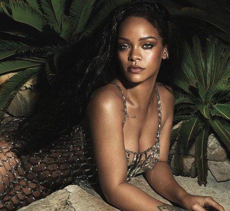 Rihanna: Η 10λεπτη ρουτίνα του μακιγιάζ της (βίντεο)