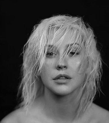 Christina Aguilera: Φωτογραφίζεται χωρίς μακιγιάζ και κάνει μια σημαντική ανακοίνωση