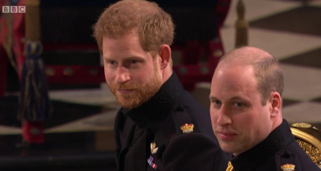 "<p>Η φωτογραφία είναι από τον γάμο του Harry με τη Meghan, όπου ο William στάθηκε στο πλευρό του αδελφού του ως κουμπάρος. Μάλλον η τελευταία δημόσια ""καλή"" στιγμή των αδελφών!</p>"