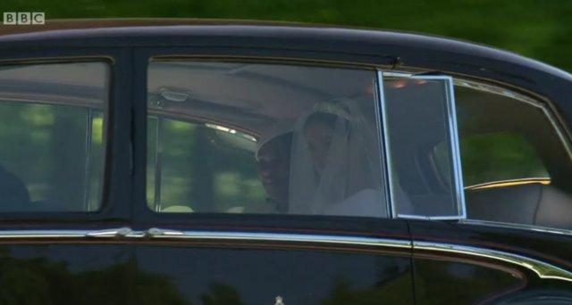Meghan Markle: Η πρώτη φωτογραφία της νύφης με το νυφικό [photos & video]