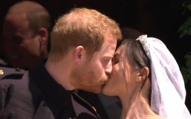 Harry και Meghan: Το πρώτο φιλί μετά τον γάμο [video]