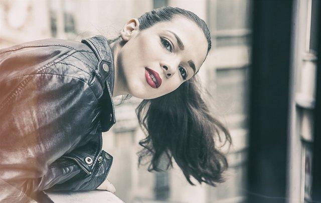 Η Ευγενία Δημητροπούλου κουρεύει τα μαλλιά της on camera [video]