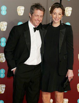 Γαμπρός πρώτη φορά στα 57 ο Hugh Grant: Παντρεύεται τη μητέρα των τριών παιδιών του