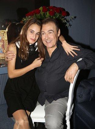 Η κόρη του Τόλη Βοσκόπουλου και της Άντζελας Γκερέκου είναι 17 ετών και κούκλα [photo]