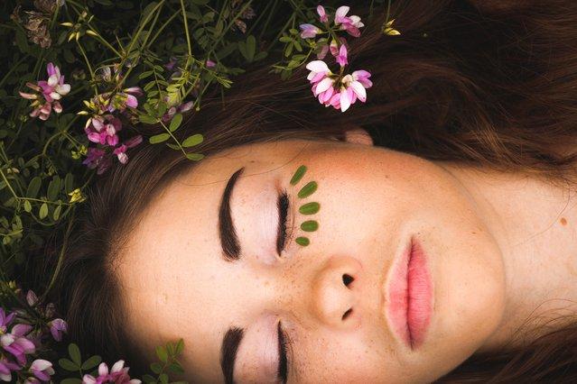 DIY: Πώς να απαλλαγείς από τα πρησμένα μάτια με… 2 σακουλάκια πράσινο τσάι